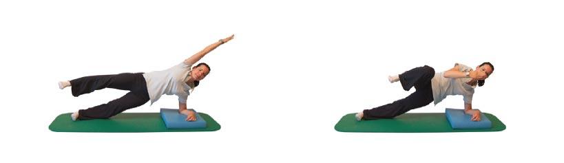Seitstütz, oberes Bein und Arm abheben und beugen/strecken