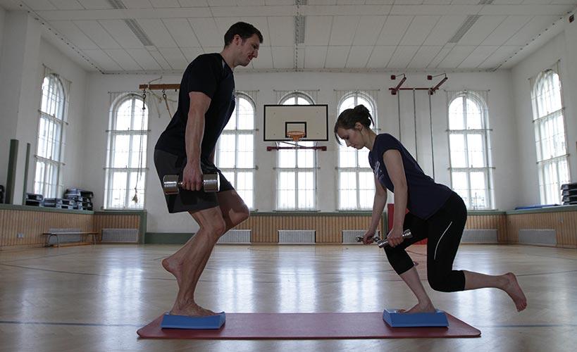 Sensomotorisches Training mit und ohne Perturbationen